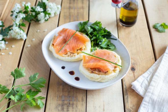 Smoked salmon tart with onion fondue and fresh leaf salad